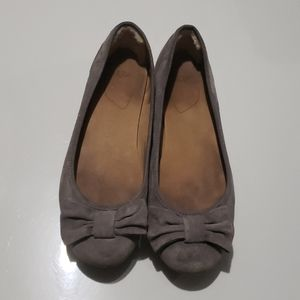 UGG Gray Suede Leather Flats Sz 9